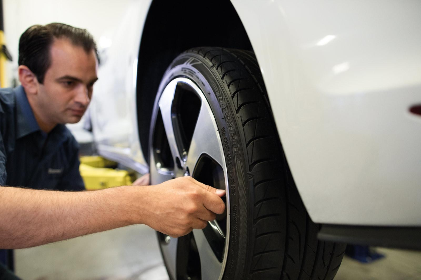 man-machanic-repairing-tires-wheels